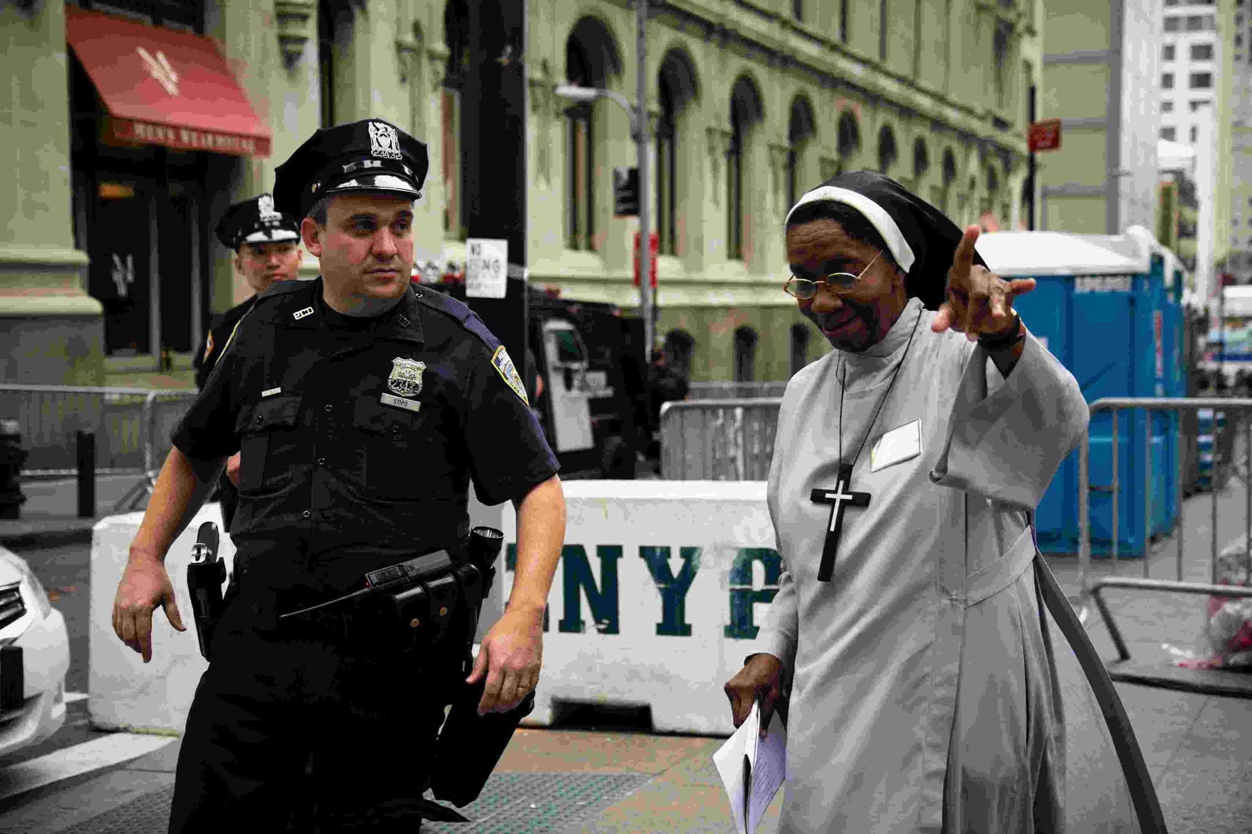 Polizist und Nonne